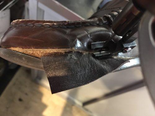 ハルタ革破れ修理過程