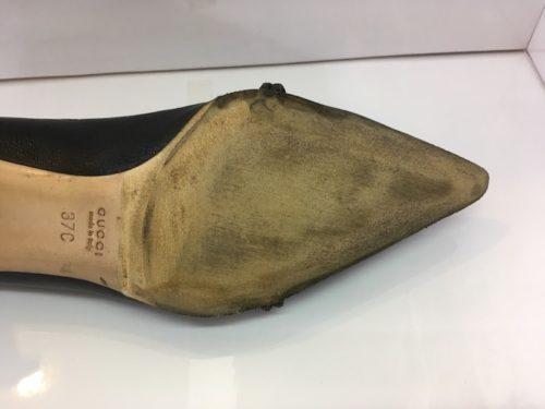 グッチ靴底の劣化したゴムの取り除き
